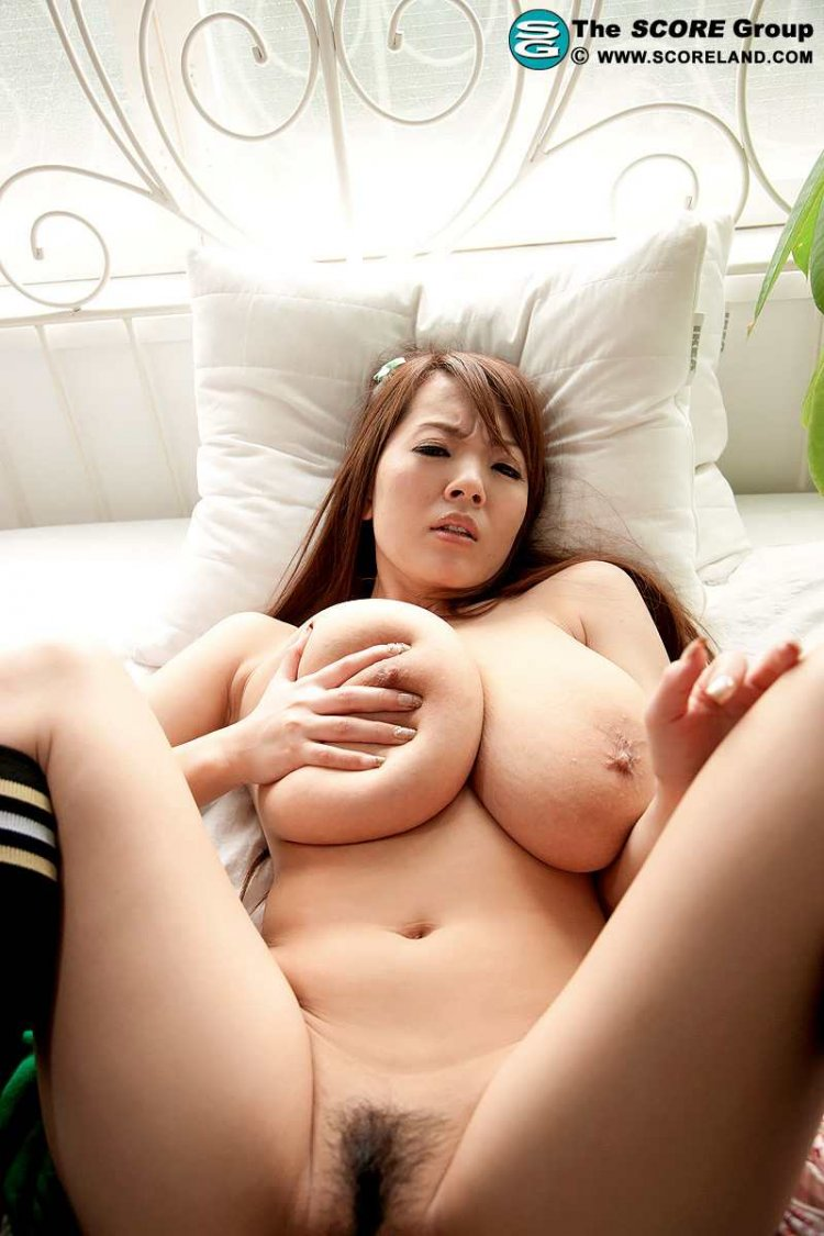 naked-arianny-japanese-built-thighs-huge-tits-naked