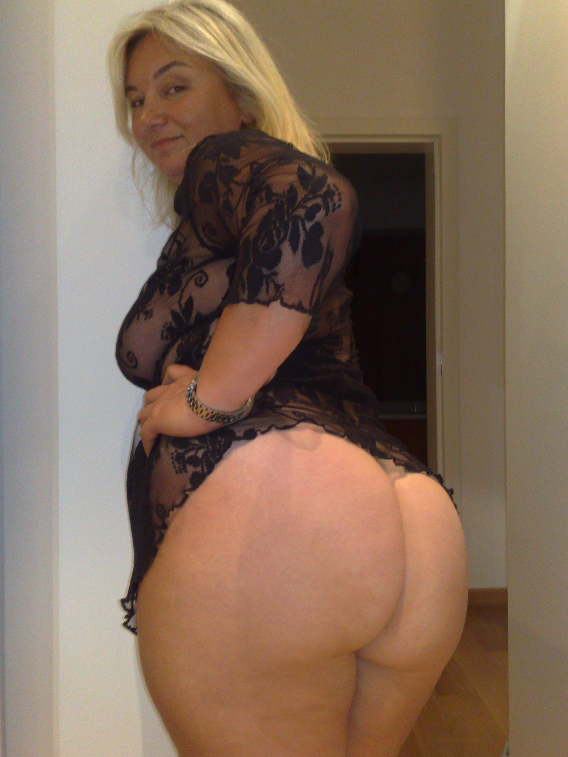 Sexy naked big butt cougars